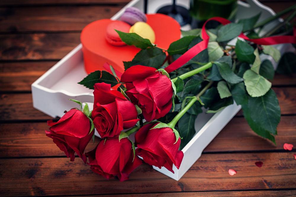 Как ие цветы подарить девушке