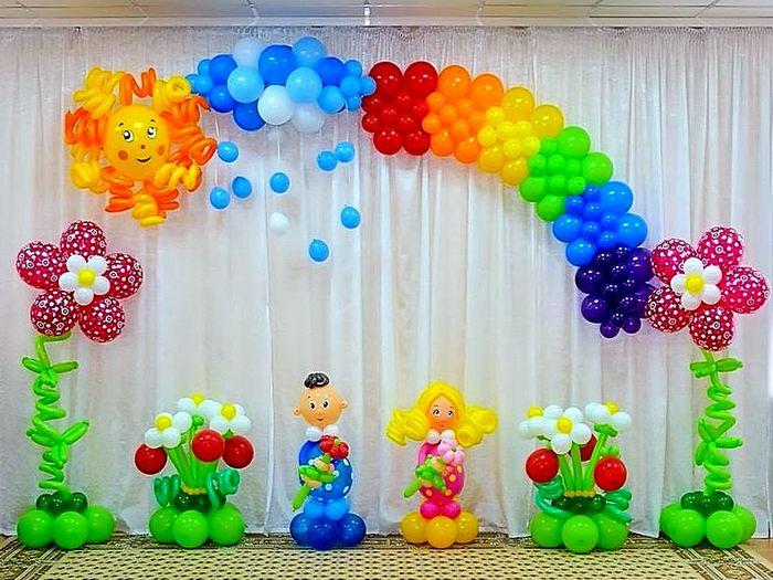 Воздушные шары в виде фигурок и столбиков